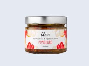 Petali sott'olio di cipolla dolce con pomodoro